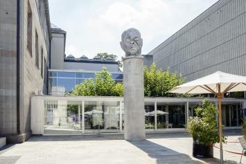 Kader Attia, Janus, 2020 Aluminiumguss, 200 x 148 x 173 cm, Kunsthaus Zürich, Geschenk von Christen Sveaas © ProLitteris. Foto: Franca Candrian