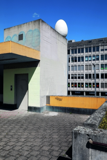 Wipkinger Terrasse, Zürich.© Cédric Eisenring / Kunst im öffentlichen Raum Zürich («Gasträume 2019»)Courtesy: die Künstler und Arbeitsgemeinschaft Zürcher Bildhauer (AZB)