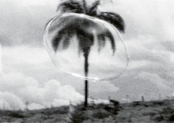 Cao Guimãraes & Rivane Neuenschwander · Sopro, 2000, Videostill, Courtesy the Artist & Galeria Nara Roesler, São Paolo.