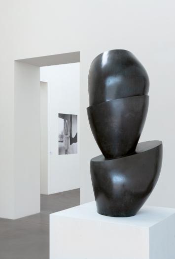 Hans Arp · Schalenbaum, 1947, Bronze, 96,9x49x46,2cm, Courtesy Fondation Beyeler, Riehen ©ProLitteris.Foto: Urs Baumann