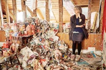 Rose Wylie in ihrem Atelier in Kent.Foto: Joe McGorty