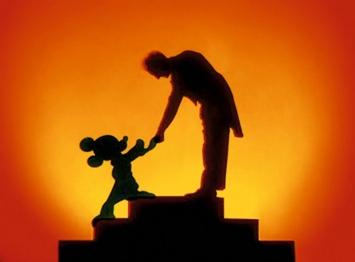 Mickey Mouse schüttelt dem Dirigenten Leopold Stokowski die Hand. Standbild aus dem Walt-Disney-Film ‹Fantasia›, 1940