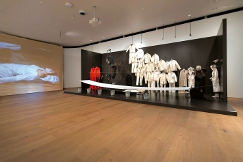 Tadeusz Kantor · Où sont les neiges d'antan, Ausstellungsansicht Museum Tinguely, Basel, 2019. Courtesy Cricoteka; Maria Kantor & Dorota Krakowska/Tadeusz Kantor Foundation.Foto: Nicolas Lieber