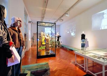 Passageways: On Fashion's Runway, Kunsthalle Bern, 2018, Installationsansicht,Foto: Irène Unholz