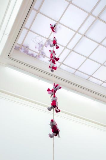 Tobias Kaspar · Harlequin Teddy, 2018, Installationsansicht, Kunsthalle Bern.Foto: Gunnar Meier