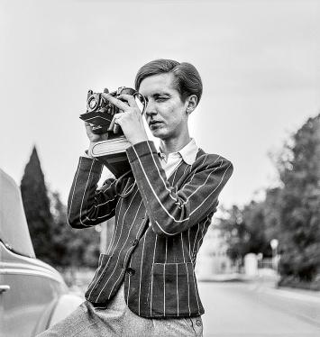 Unbekannt · Porträt von Annemarie Schwarzenbach mit Kamera, 1939, Esther Gambaro, Nachlass von Marie-Luise Bodmer-Preiswerk