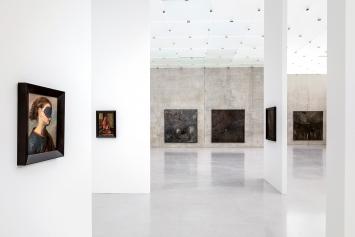 Markus Schinwald · Ausstellungsansicht ‹Unvergessliche Zeit›, Kunsthaus Bregenz, 2020©ProLitteris.Foto: Markus Tretter