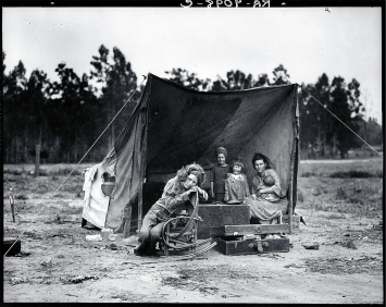 Dorothea Lange · Migrant Mother, Nipomo, California, 1936, Pigmentdruck nach Originalnegativ, 31x40cm, Courtesy Collection of the Oakland Museum of California, Dorothea Lange Memorial Fund and the National Endowment for the Arts