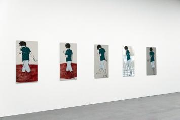 Zilla Leutenegger · The Dancer, 2020, Installation mit Frottage auf Wand und 5 Monotypien, Öl auf poliertem Chromstahlblech, je 120x60cm, Courtesy die Künstlerin und Galerie Peter Kilchmann, Zürich
