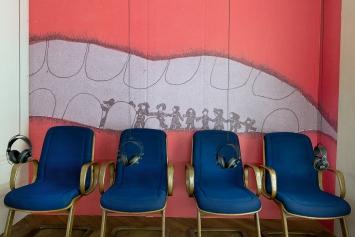 Dig Drill Dump Fill Push Pull Empty Full – Bilderbücher und Kindermusik der 1970er, Ausstellungsansicht Kunsthaus Langenthal, 2019.Foto: Cédric Eisenring