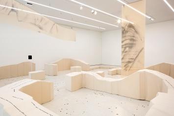 Taus Makhacheva · 4'224,92 cm2 de Degas, 2020, Mixed-Media-Installation, Courtesy MCBA.Foto: Etienne Malapert