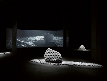 Julian Charrière · Towards No Earthly Pole, 2019, Installationsansicht MASI Lugano ©ProLitteris. Foto: Jens Ziehe