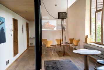 Manuel Caminada · Objekt für die Filmprojektion ‹il luf›,2021, La sala, Casa d'Angel, Lumbrein.Foto: Ida Sgier