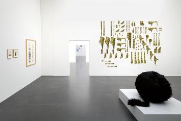 Marion Baruch · Ausstellungsansicht mit ‹Ron Ron›, 1972, und ‹Boutique Safari (1)›, 2018