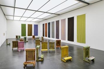 Giulia Piscitelli · Una nuvola como tapetto, 2019, und Spica, 2011, Ansicht Kunstmuseum Luzern, Foto: Marc Latzel