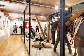 Bea Schlingelhoff · Installationsansicht Museum des Landes Glarus Freulerpalast, Intervention in der Sammlung, 2019.Foto: Gunnar Meier
