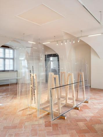Bea Schlingelhoff ·Piece of Glass, 2019, Installationsansicht Museum des Landes Glarus Freulerpalast Detail.Foto: Gunnar Meier