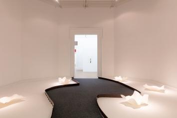 Sivan Eldar · Papier sonore/Pigments vivants, 2021, ortsspezifische Installation, MAHN.Foto: M. Czepiel