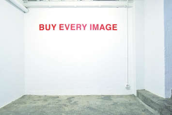 Sophie Yerly · Buy every image, 2018, Ausstellungsansicht Centre d'art Neuchâtel.Foto: Sébastien Verdon