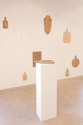 Meret Buser · Vierzäh Täg hinterem Mond – Recipes from my Grandmother's Life, 2014, Ausstellungsansicht Kunst(Zeug)Haus, 2021. Foto: Andri Stadler