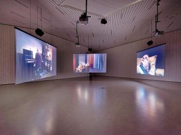 Max Philipp Schmid · Membran, 2018, 3-Kanal-Videoinstallation, 11 Min., Loop , Installationsansicht Nidwaldner Museum Stans.Foto: Christian Hartmann