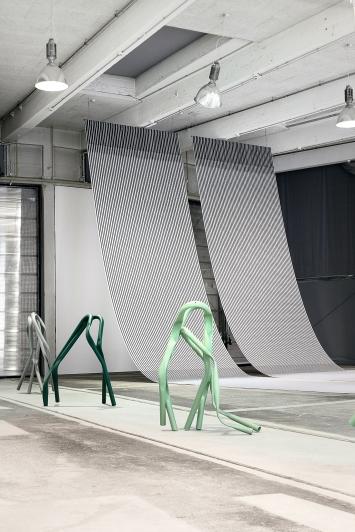 Bettina Pousttchi · Protection, 2018, Installationsansicht Lokremise St. Gallen.Foto: Sebastian Stadler