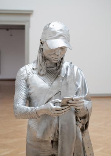 Alex Hanimann · o.T. [Romy], 2019, aus: ‹Conversation piece›, 2018–2019, Aluminiumguss, 185x63,6x68,4cm ©ProLitteris.Foto: Sebastian Stadler