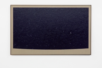 Paul Fägerskiöld · Monastery of Saint-Paul-de-Mausole, Saint-Rémy-de-Provence. Night between 17–18th June 1889, View east-southeast, 2020, Öl auf Leinwand mit Rahmen aus Walnussholz, 80x130cm, Courtesy Galerie Nordenhake, Berlin/Stockholm/Mexico City