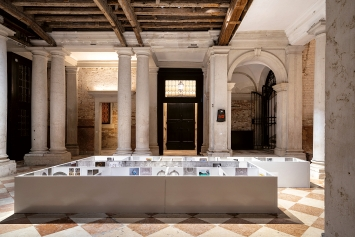 Peter Fischli · Modellone, 2021, Ausstellungsansicht ‹Stop Painting›, Courtesy Fondazione Prada, Venedig.Foto: Marco Cappelletti