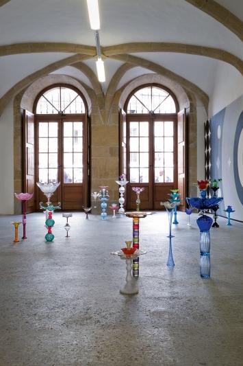 Nusser Glazova · The Flowers, 2020–2021, polychromes Vintage-Glas, Ausstellungsansicht ‹Supernature›, Centre d'art contemporain Yverdon-les-Bains.Foto: Claude Cortinovis