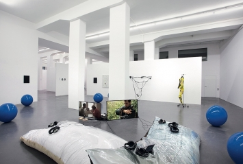 P2P · Ausstellungsansicht, High Ceiling, courtesy Herrmann Germann Conspirators and the artists, Zürich, 2018