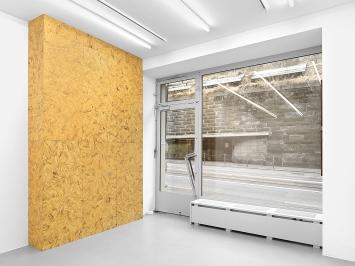 Valentin Carron · The Shelter, 2020, Öl auf MDF, Ausstellungsansicht Galerie Eva Presenhuber, Zürich/New York.Foto: Stefan Altenburger