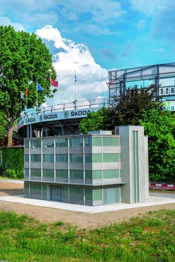 Peter Fischli / David Weiss · Haus, 1987/2016, Aluminiumguss 300x400x500cm, unterstützt von Maja Hoffmann/Luma Foundation, Offene Rennbahn Zürich Oerlikon, Courtesy Eva Presenhuber Galerie Zürich.Foto: Pierluigi Macor