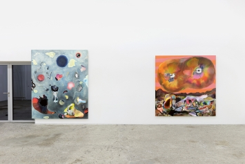 Dave Bopp · Boulder, 2019 (li) und Mock Suns, 2020 (re), Mischtechnik auf Aluminiumverbundplatte, 230x190x4cm (li), 200x200x4cm (re), Ausstellungsansicht Galerie Mark Müller.Foto: Conradin Frei