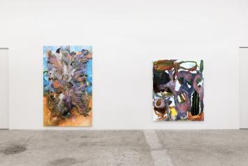 Dave Bopp · Astral Beast N°2, 2019 (li) und Debris, 2020 (re), Mischtechnik auf Aluminiumverbundplatte, 270x165cm (li), 205x170cm (re), Ausstellungsansicht Galerie Mark Müller.Foto: Conradin Frei