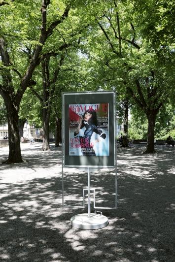 Matthias Gabi · Repro, 2018/2019, Lindenhof, Zürich, 12 Plakatständer, je 89,5x128cm, Courtesy: Visarte Zürich.Foto: Cédric Eisenring / Kunst im öffentlichen Raum Zürich