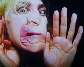 Pipilotti Rist · Show a Leg (Raus aus den Federn), 2001, Videostill