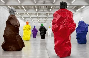 Ugo Rondinone · nuns + monks, Ausstellungsansicht Galerie Eva Presenhuber, Maag-Areal, Zürich, 2020.Foto: Stefan Altenburger