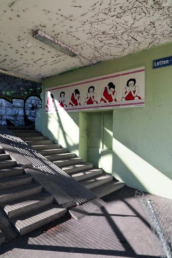 Beatriz González,ZÓCALO DEL DUELO, 2019, Letten-Viadukt, Zürich.(Plakate, je 100 × 70 cm)© Cédric Eisenring / Kunst im öffentlichen Raum Zürich («Gasträume 2019»)Courtesy: die Künstlerin und Galerie Peter Kilchmann, Zürich