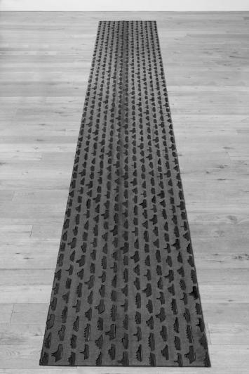 Ruth Maria Obrist - Installation «Ölteppich», Schiffstempel auf Bitumen gepresst