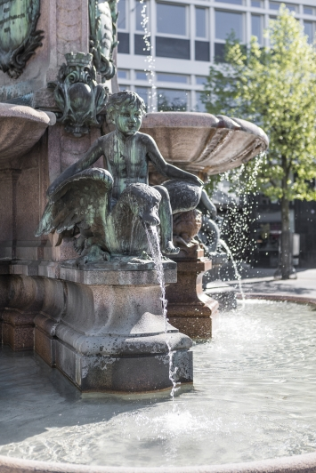 August Bösch, Broderbrunnen, 1896, Kunst im öffentlichen Raum der Stadt St.Gallen, Fotografie: Anna-Tina Eberhard, St.Gallen