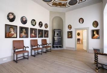 Myriam Thyes, GALERIE DER STARKEN FRAUEN (über der Imperatoren-Galerie im Vorgemach des Kurfürsten), Schloss Caputh, 2019