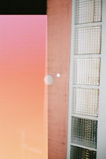 Sebastian Stadler · L'apparition, 2015–2019, 15 Fotografien aus der gleichnamigen Serie, C-Print, Plexiglas, 114x76x5cm