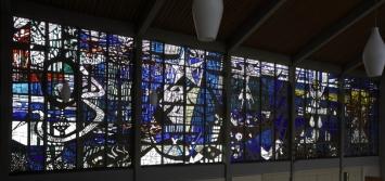 Curth Georg Becker (1904-1972): Betonglasfenster (Biblische Themen), 1959, Dickglastechnik,Ev. Markuskirche Singen, Foto: Kuhnle + Knödler fotodesign, Radolfzell, (c) VG Bild-kunst, Bonn 2019