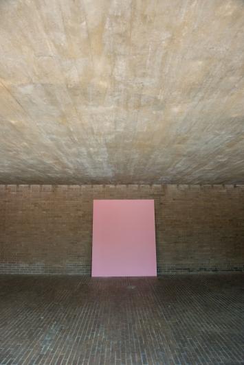 Paul Czerlitzki, ANNA, 2014 / 2015, 3-teilig, Pigmente auf Leinwand, Kirche Saatlenstrasse 240, Zürich. © Pierluigi Macor / Stadt Zürich KiöR («Neuer Norden Zürich»).Courtesy of the artist und annex14, Zürich