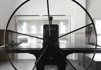 Auf 160 Quadratmetern stehen Arbeitsplätze für Holz- und Linolschnitt, Bleisatz, Radiertechniken und Lithografie zur Verfügung.