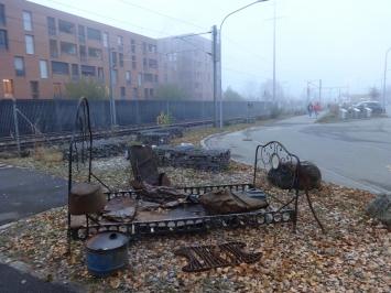 KuBaA,Chiara Fiorini, ‹Flussbett›, 2018, verschiedene Blech- und Eisenobjekte.Foto: Chiara Fiorini