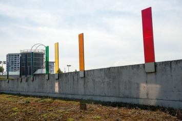Olafur Eliasson,Ohne Titel (Farbspiegellichtfeld), 2003, 8 Farbgläser, Werkhof Zürich Nord (Neunbrunnenstrasse 60), Zürich.© Pierluigi Macor / Stadt Zürich KiöR («Neuer Norden Zürich»).Courtesy of the artist und Fachstelle Kunst und Bau der Stadt Zürich