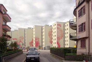 Judith Elmiger, «Rote Kinder», 2005, Wohnsiedlung Heuried, Fachstelle Kunst und Bau, Amt für Hochbauten, Stadt Zürich, Foto: Roger Frei