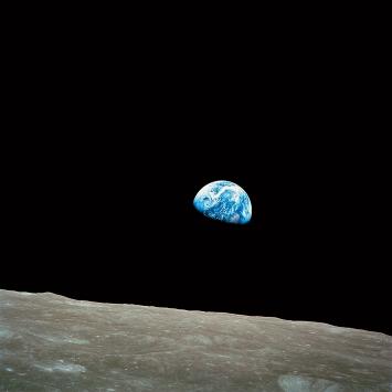 Bill Anders · Earthrise, 24.12.1968, Foto der Erde während der Mondumkreisung aufgenommen, Courtesy NASA